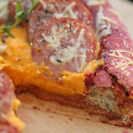 Pizza cheesy de légumes en saucisse purée