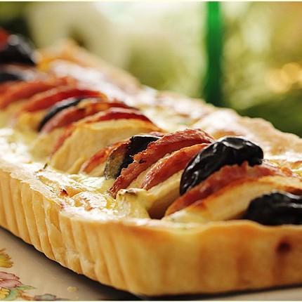 """Dame Morteau en """"sucré salé"""" sur fond de pâte...."""