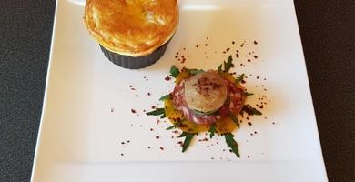 Velouté de Morteau et choux sous feuilletage, Cromesquis  de Brillat-Savarin sur rosace de pommes fondantes